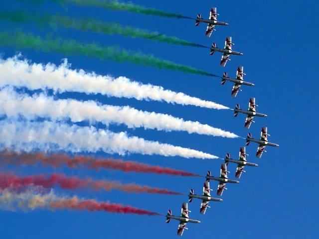 Frecce tricolori: sui cieli italiani lo spettacolo acrobatico
